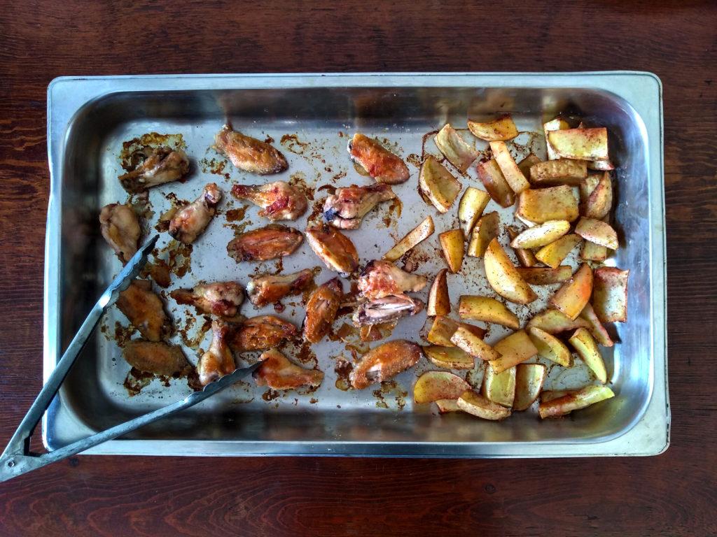 alitas y papas al horno