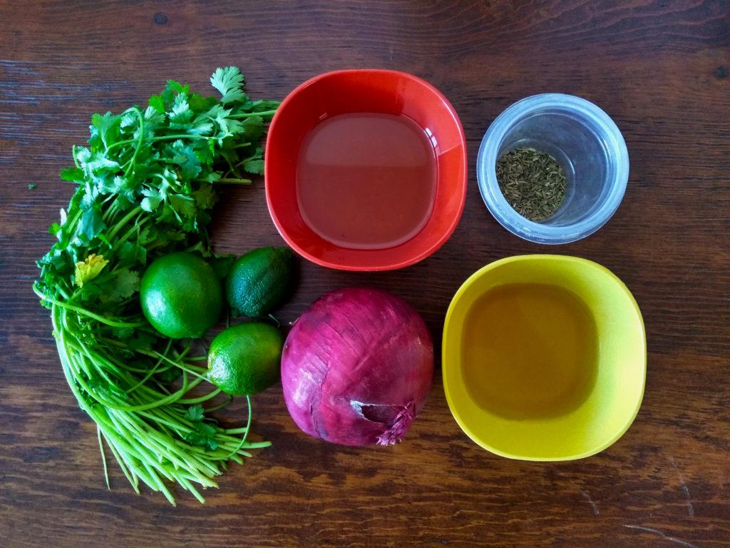 ingredientes para la cebolla morada encurtida