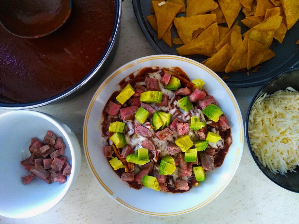 chilaquiles en salsa de frijol y chipotle